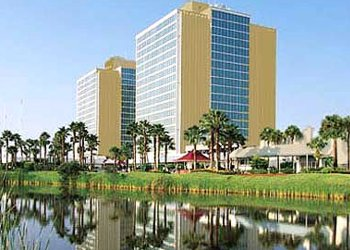 Doubletree Hotel At The Entrance To Universal Orlando Property